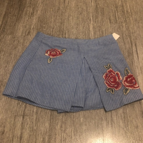 JOA pinstripe Blue and White Floral Shorts